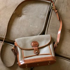 Vintage Dooney and Bourke small purse!